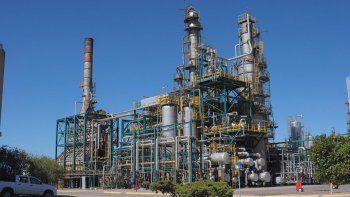 se quedo sin crudo: paran refineria de bahia