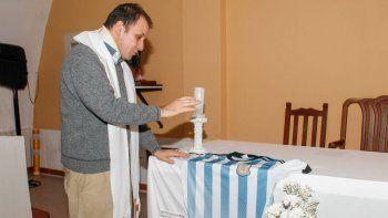 Pancho, el cura futbolero, ya vive el Mundial y envió sus bendiciones a la Albiceleste en Rusia.