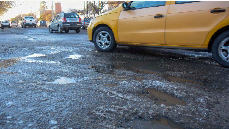 Piden precaución a conductores y peatones por presencia de hielo en las calles