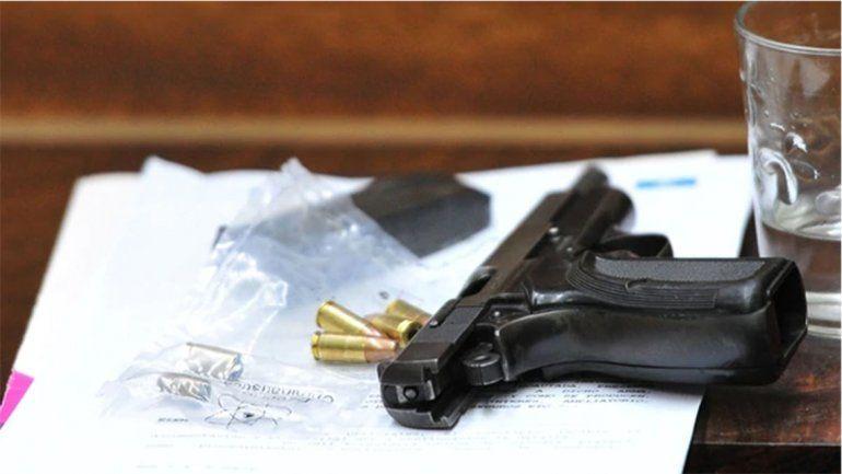 <p>La Browning .9 mm empleada para matar a Pastorizzo</p>