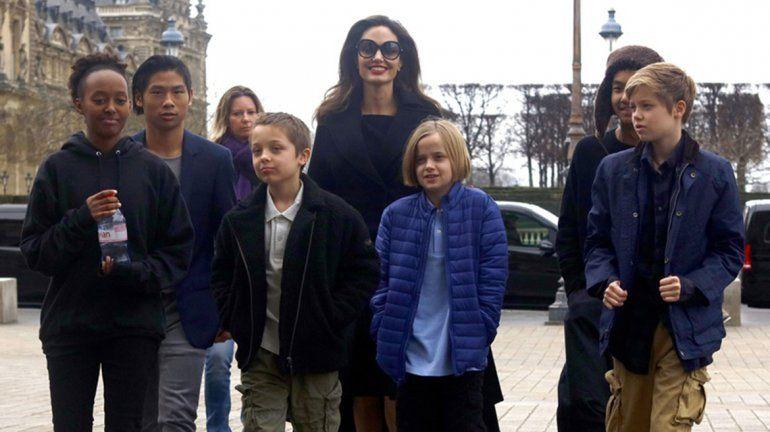 Angelina podría perder la custodia de sus hijos si no afloja con Brad Pitt