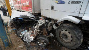 con un camion sin frenos, alguien sale herido seguro
