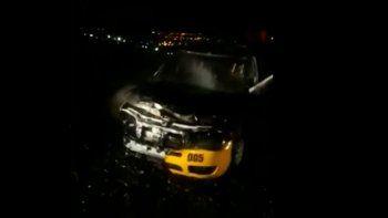 un taxi aparecio quemado y su chofer dio 2 versiones distintas