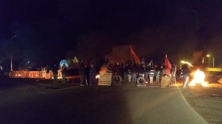 Ceramistas y madereros cortan la Ruta 7 por falta de respuesta y adhesión al paro de camioneros