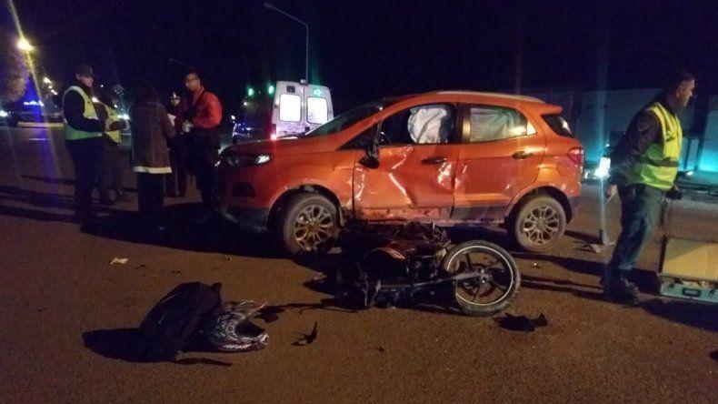 Un choque en Ruta 22 entre una camioneta y una moto dejó un lesionado