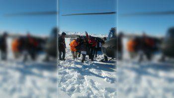 la nieve no da tregua en las zonas rurales: se realizaron tres rescates