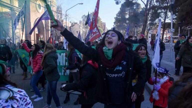 El centro se pintó de verde tras la votación del aborto
