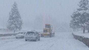 zapala sufre por el temporal: hielo, nieve y sin clases