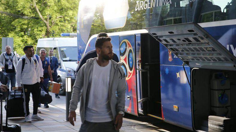 La Selección llegó a Moscú y Lio estuvo con los hinchas