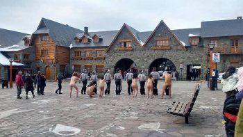 protestaron desnudos contra el g20 en bariloche