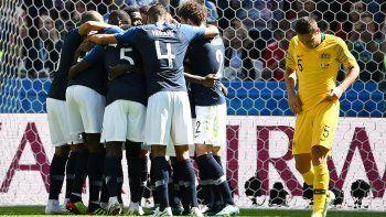 Francia venció a Australia con ayuda del VAR