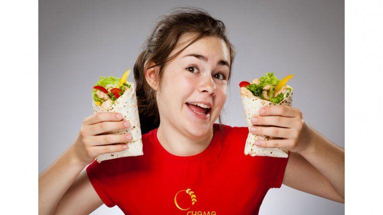Adolescentes: cómo hacer para que se alimenten bien