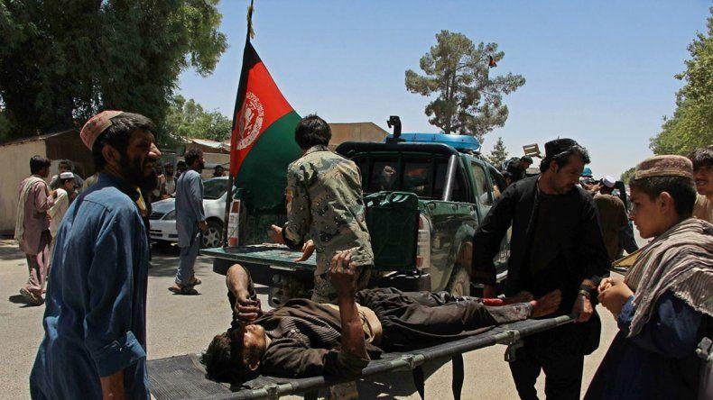 Atentado suicida deja 20 muertos en Afganistán