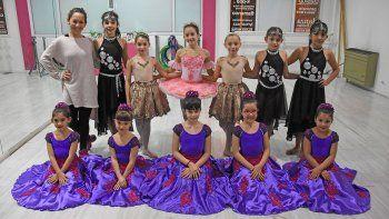 pequenas bailarinas de neuquen llevan su talento a espana