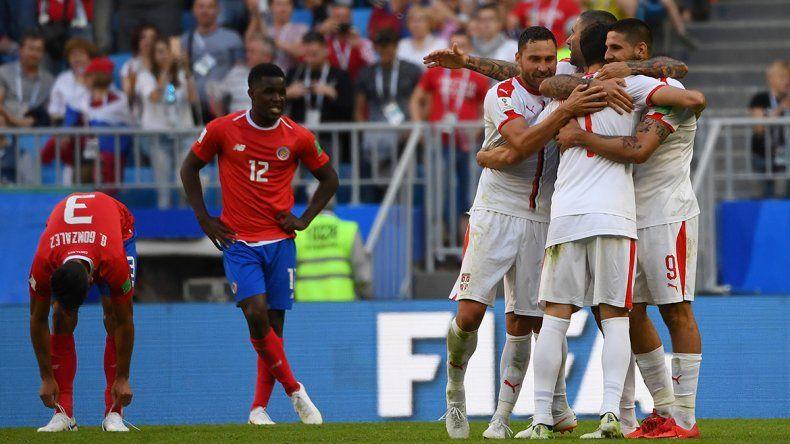 Costa Rica perdió 1-0 ante Serbia en su debut