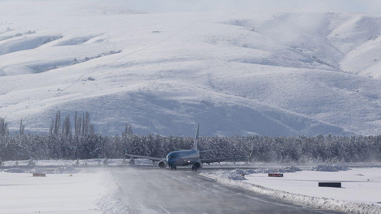 Mirá cómo despega y aterriza un avión de Aerolíneas en una nevada pista de Chapelco
