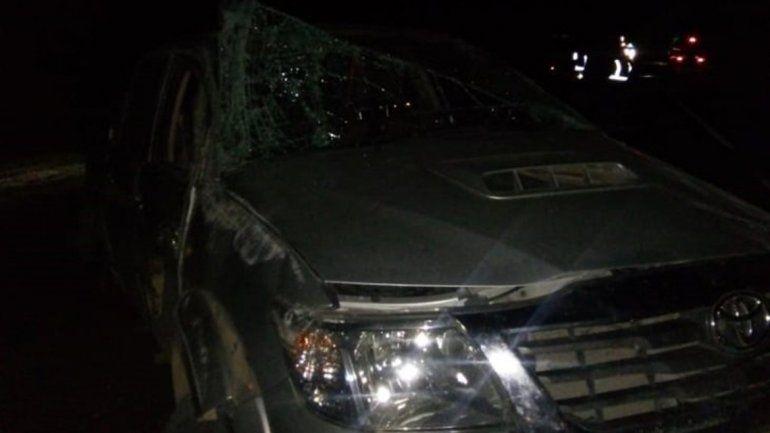 Una camioneta volcó luego de chocar contra un camión en la Ruta 22