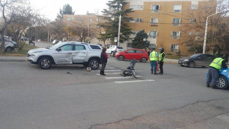 Motociclista herido tras chocar contra una camioneta