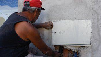 el que cuida el agua ahorra con el medidor