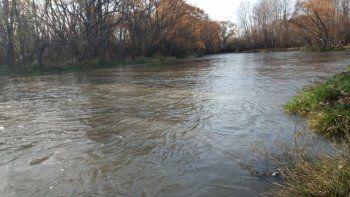 evacuaran a 600 personas de la zona por el aumento del caudal del rio neuquen