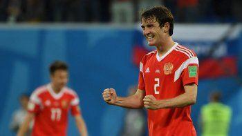 Fernandes, el brasileño que juega para Rusia, encabeza los festejos.