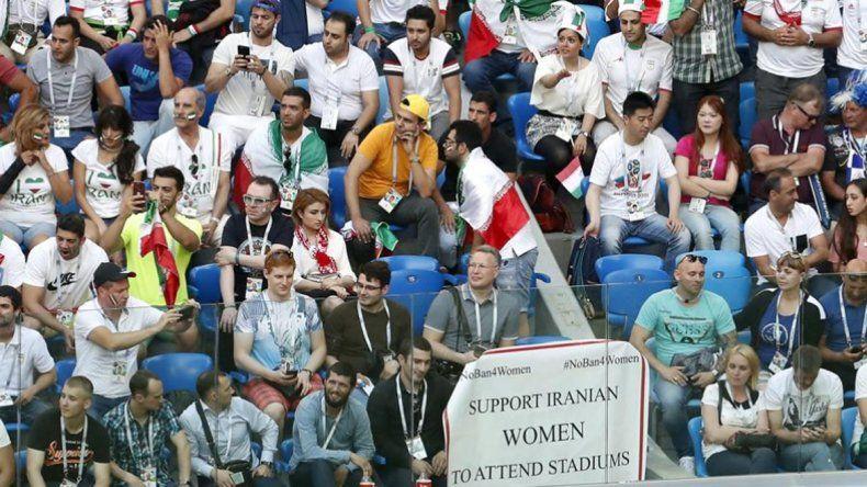 Mujeres y hombres en Irán podrán ver el partido ante España