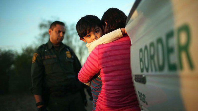 Las personas que quisieron entrar a EE.UU. fueron separadas de sus hijos.
