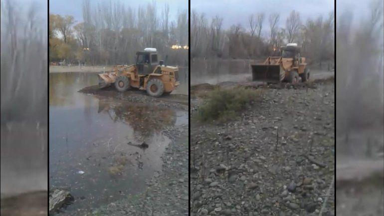Vista Alegre: vecino desesperado alteró el río para que no se le inunde la casa