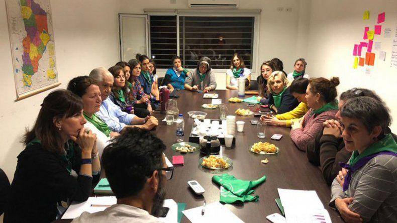 Pereyra se reunió con feministas y pastores por el proyecto del aborto