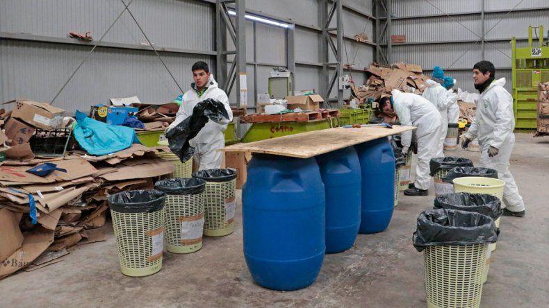 Analizan la basura que llega al Complejo Ambiental