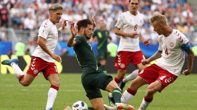 Gracias al VAR, Australia empató con Dinamarca