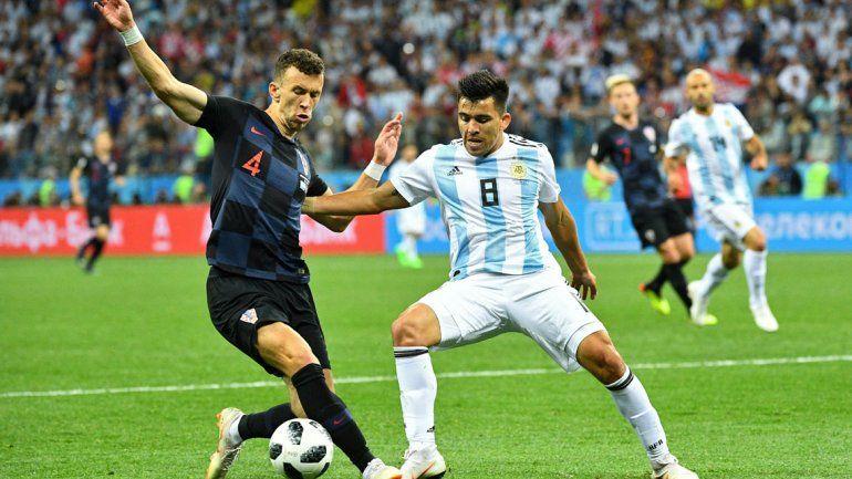 El neuquino tuvo un buen papel tanto en el ataque como en la defensa en su debut mundialista.
