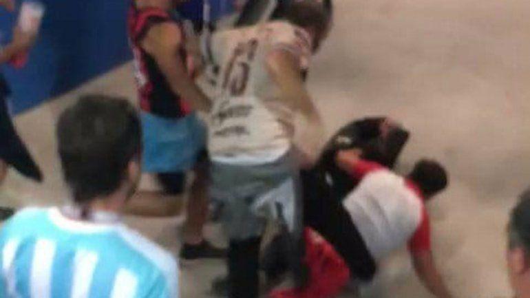 La brutal golpiza de los hinchas argentinos a un croata
