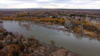 Así se ve la crecida del Río Neuquén en Vista Alegre Norte.