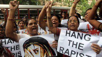 violan a cinco chicas de una ong catolica