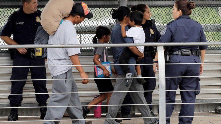Los niños migrantes irán a bases militares