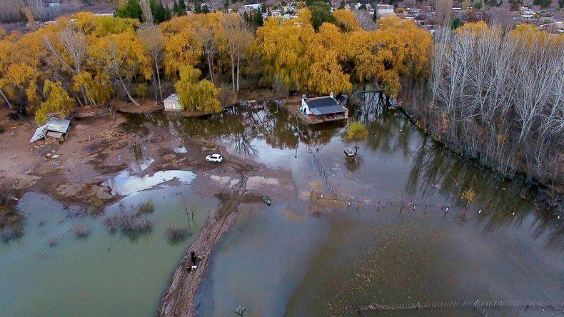 Habló el hombre denunciado por alterar el río para que no se le inunde la casa
