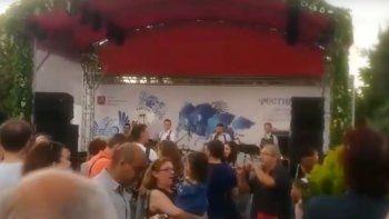 la otra cara del mundial: un paseo con musica y comidas