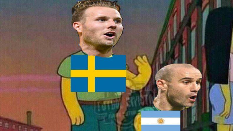 Era por arriba: el gol de Suecia que reavivó los memes contra Palacio