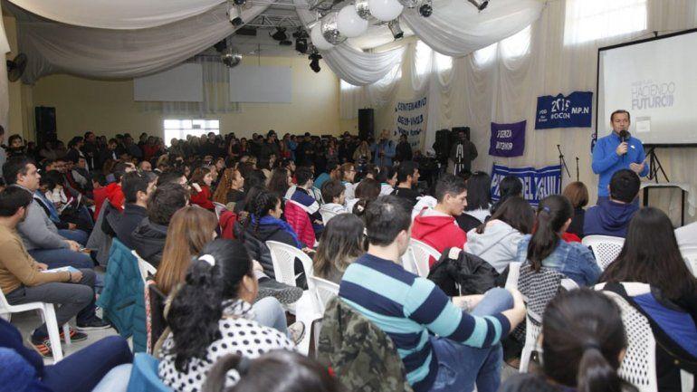 Gutiérrez hace un guiño a los jóvenes:  Militen en política