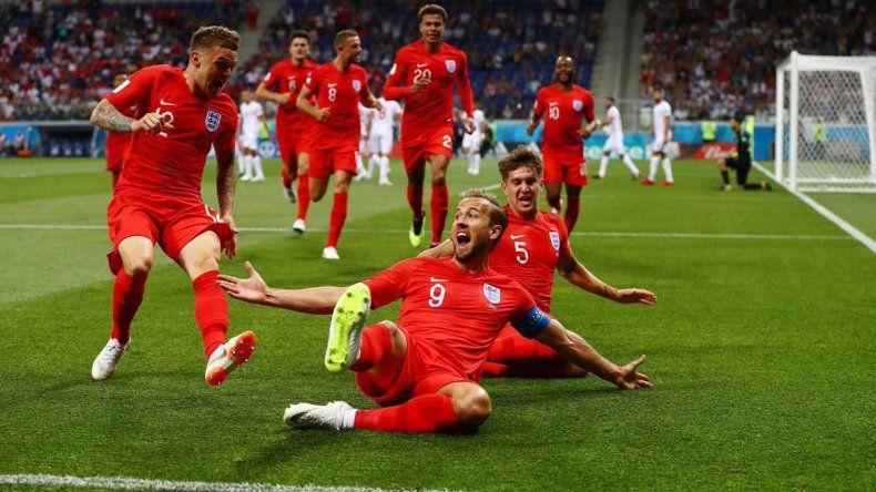 Inglaterra quiere seguir al rojo vivo  y bien arriba