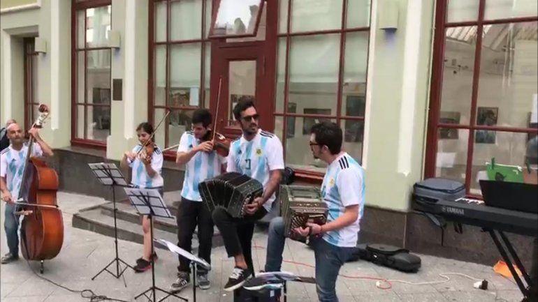 El tango suena en el centro de Moscú