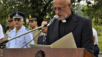 El párroco Hernán Ustariz, de un colegio católico de Castelar, amenazó a las alumnas por la discusión del aborto.