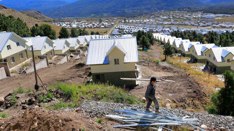 Gutiérrez entrega 85 casas en San Martín de los Andes