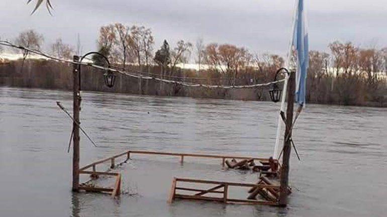 La crecida del río tapó un mirador acuático en Vista Alegre