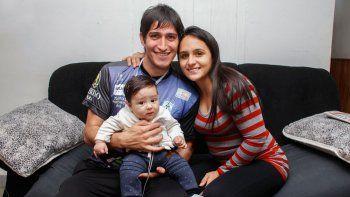 Como en casa. Ibáñez junto a su familia en Cipolletti, luego de consagrarse en la Copa Neuquén.