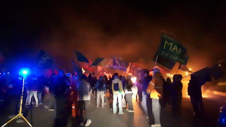 Trabajadores de Fasinpat y MAM levantaron el corte en la Ruta 7 para marchar al Monumento
