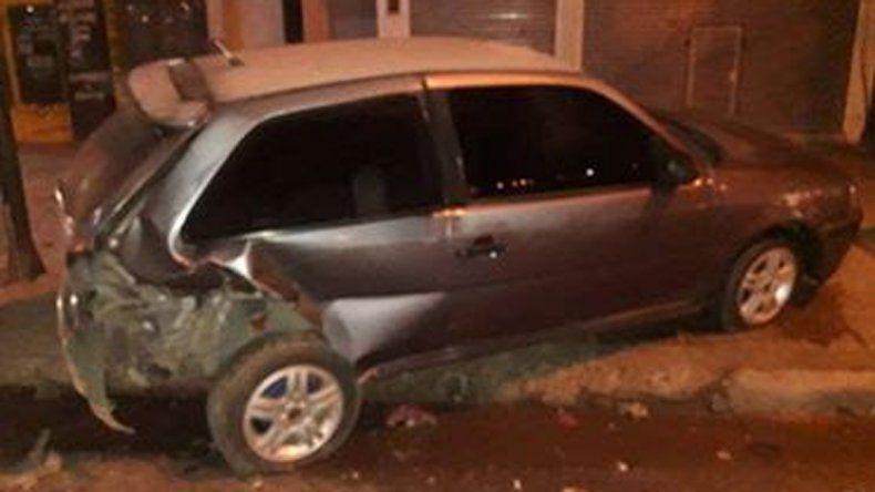 Dejó el auto estacionado para ir a trabajar, se lo chocaron y se dieron a la fuga