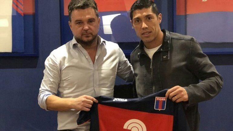 El defensor cipoleño firmó ayer su contrato en Victoria.