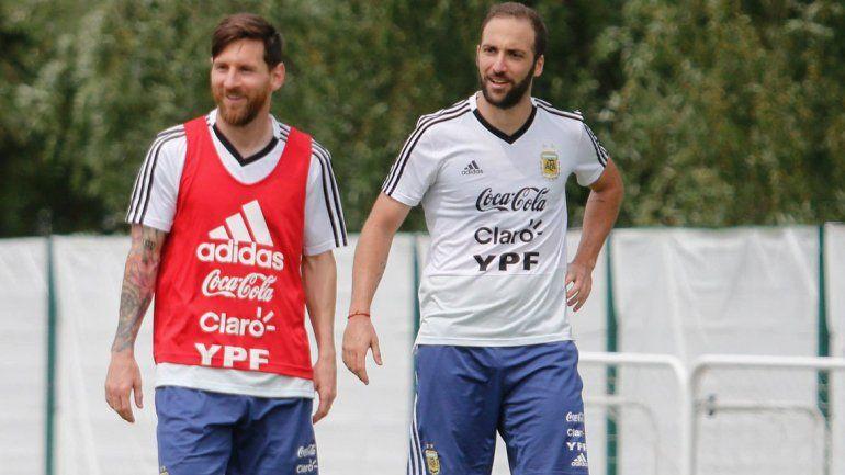 Messi e Higuaín serán los delanteros para el duelo trascendental ante Nigeria. Agüero estará en el banco.